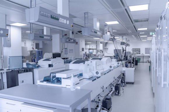 Nettoyage et entretien régulier de laboratoire