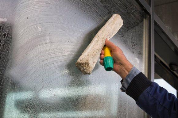 Entretien et nettoyage de vitres par entreprise de nettoyage